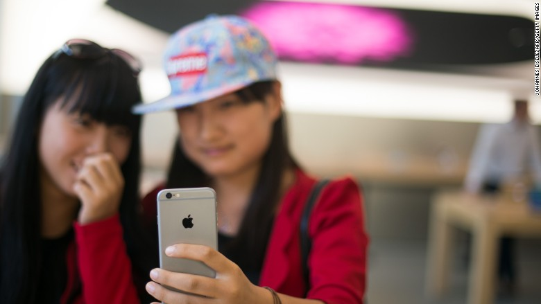 Chinese police shut down fake iPhone factory