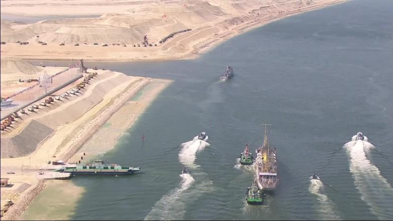 Suez Egypt  city photo : Egypt expands Suez canal Video Business News