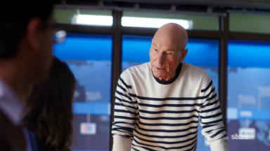 How did Patrick Stewart prep for his role as a news anchor?