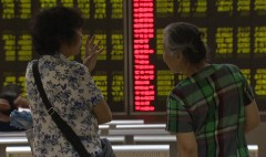 Chinese investors pull out of the stock market