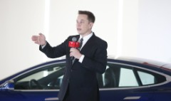 Elon Musk trolls Tesla haters on Twitter