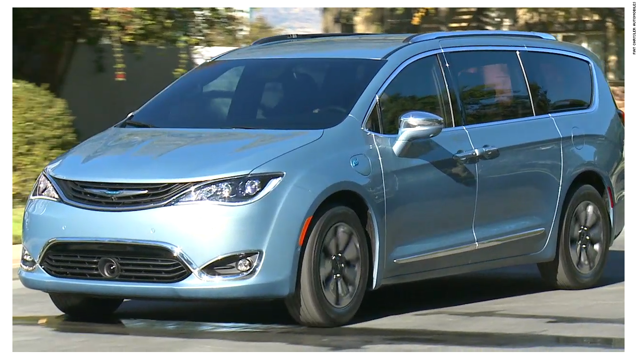 chrysler 39 s new minivan has a built in vacuum cleaner video business news. Black Bedroom Furniture Sets. Home Design Ideas
