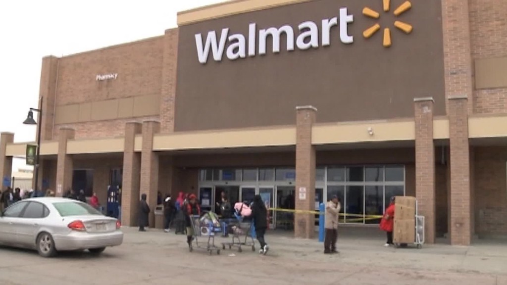 Deals draw crowds to closing Walmart