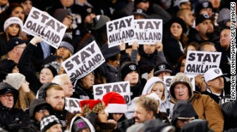 oakland raiders fans stay sign