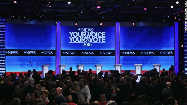 Live updates: GOP candidates face off