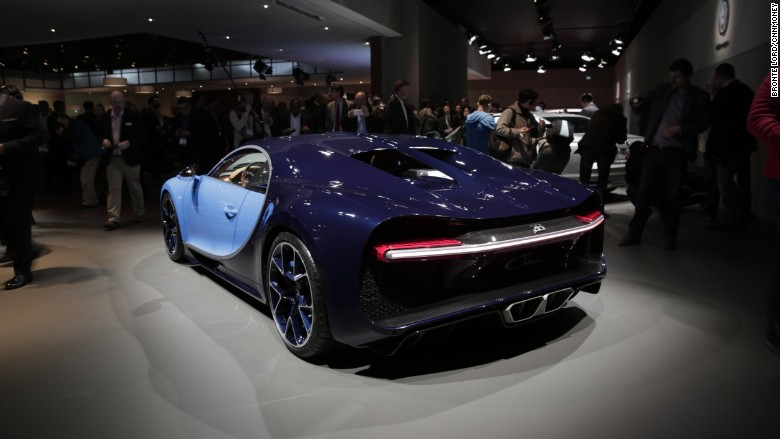 'bugatti chiron geneva back 3/4' from the web at 'http://i2.cdn.turner.com/money/dam/assets/160301102424-bugatti-chiron-geneva-back-3-4-780x439.jpg'