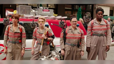 'Ghostbusters' tries scaring up audience behind nostalgia, controversy