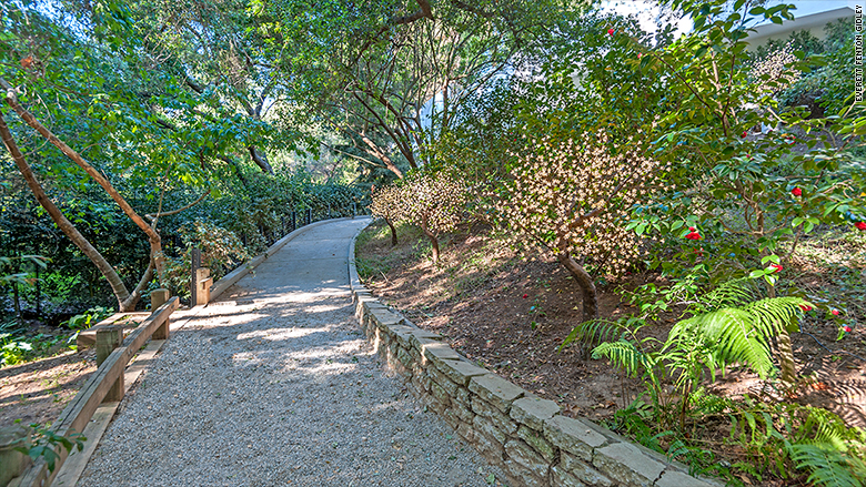 carolwood drive private hiking trail