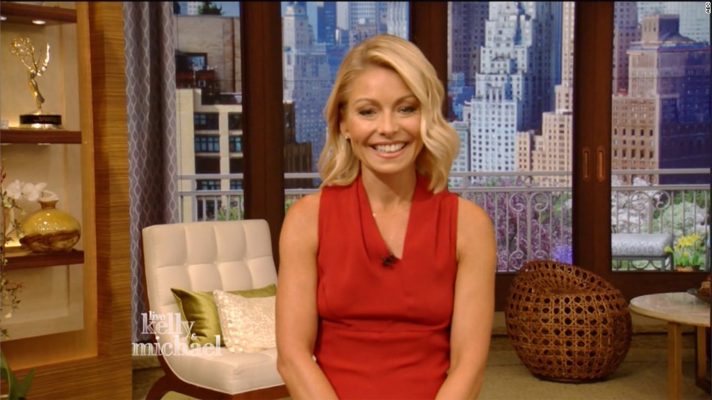 Kelly Ripa returns to 'Live'