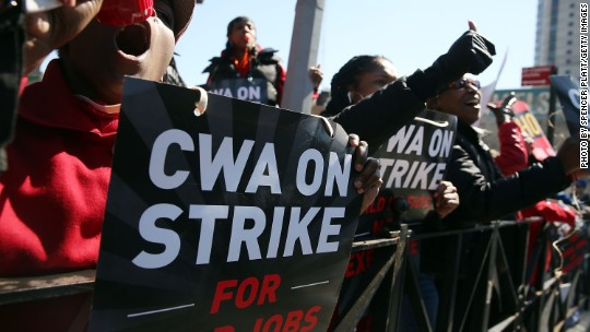 Verizon strikers take their fight to shareholders