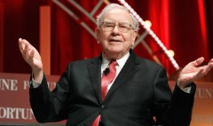 Warren Buffett admires fellow billionaire Jeff Bezos