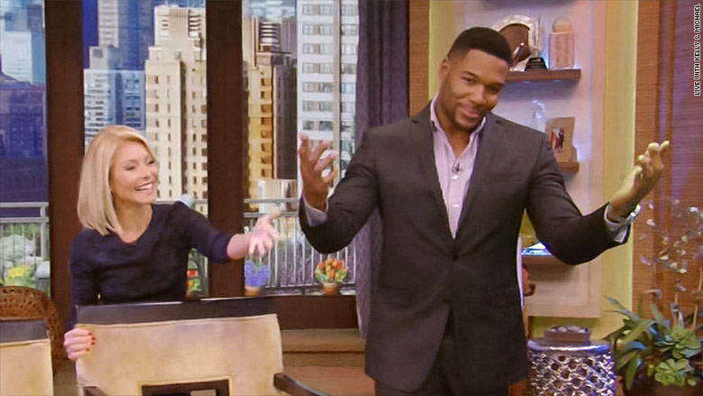 Michael Strahan signs off on 'Live,' ending awkward month with Kelly Ripa - May. 13, 2016