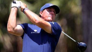 Mickelson returns $931,000 profit on stock sale