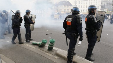 Police, protesters clash at Paris anti-labor reform rally