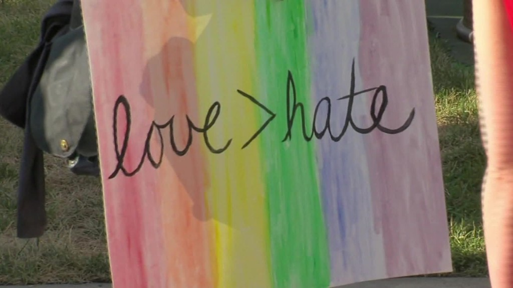 Americans honor Orlando club shooting victims