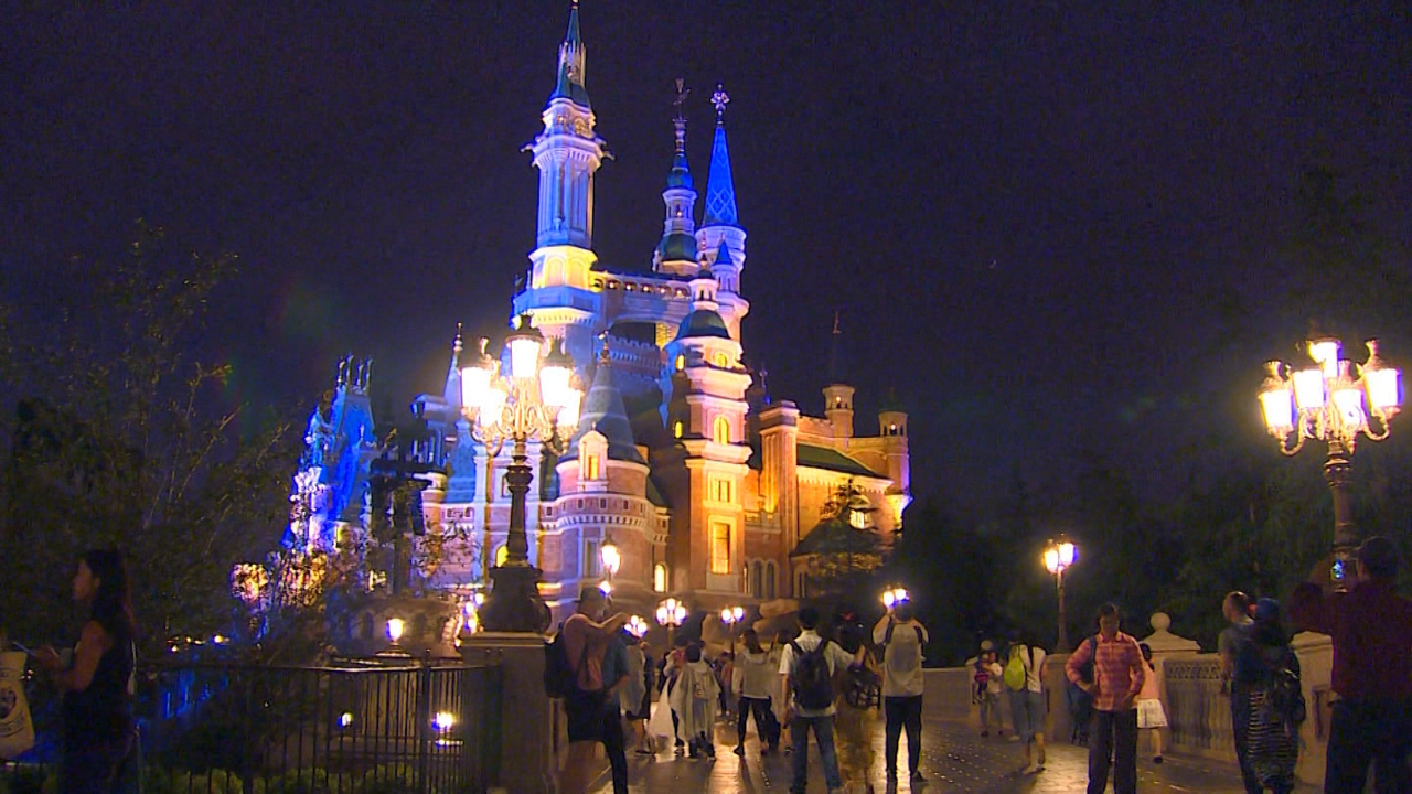First look at Shanghai Disneyland - Video - Business News