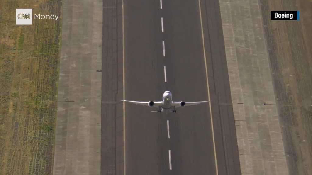 Boeing shoots a plane into the air like a rocket