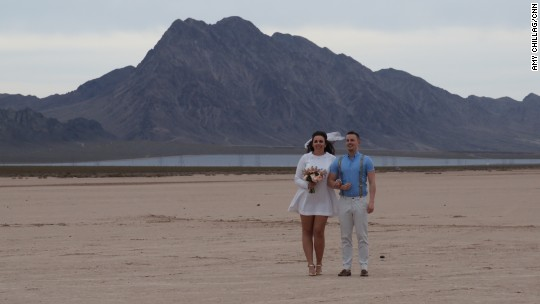 Weddings pop up in the Nevada desert