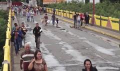 Venezuelans cross into Colombia to get food