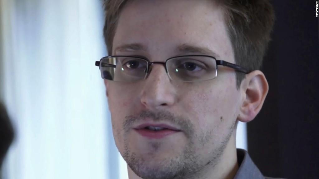 Oliver Stone: Snowden 'deserves' a pardon