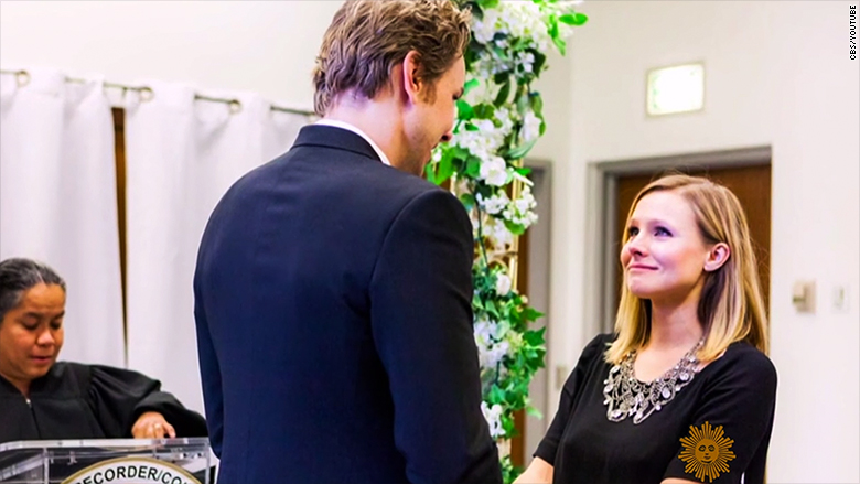 kristen bell releases first photos from her 142 wedding