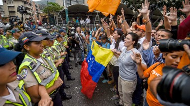 Venezuela hikes minimum wage 40% -- to $67 a month