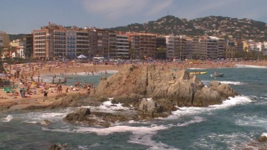 Tourists flock to Spain, Portugal, to avoid terrorism risk