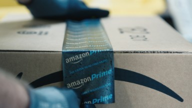 See how Amazon packages ship with less than :60 in human hands