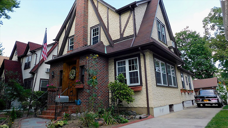 Auction of Trump's boyhood home postponed