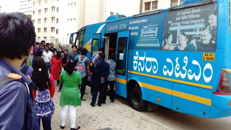 india cash ban atm bus