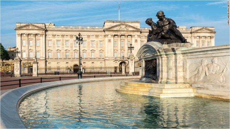 buckingham palace queen. Buckingham Palace set for  458 million refurbishment   Nov  18  2016