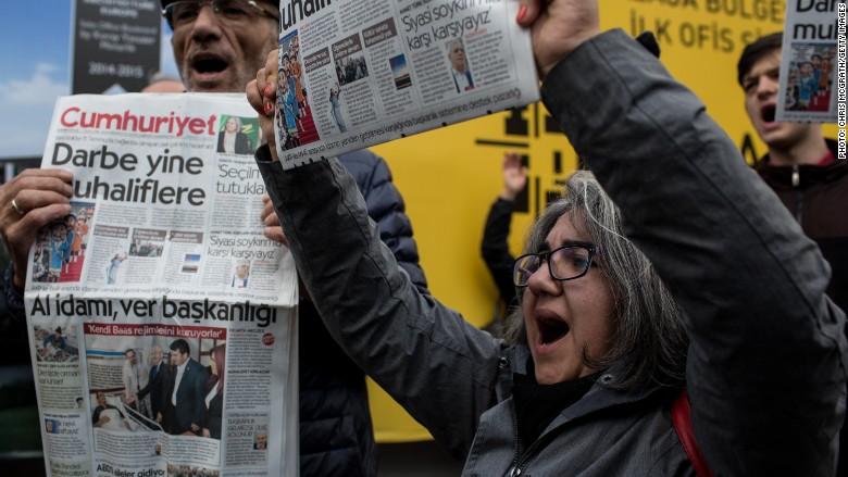 Turkey media protests