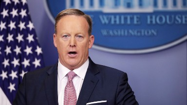 Sean Spicer wrongly claims Fox reporter's phones were 'tapped'