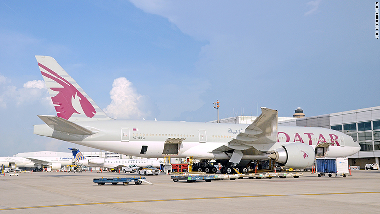 qatar airways boeing 777 airplane