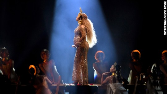 Beyoncé bows out of Coachella due to pregnancy