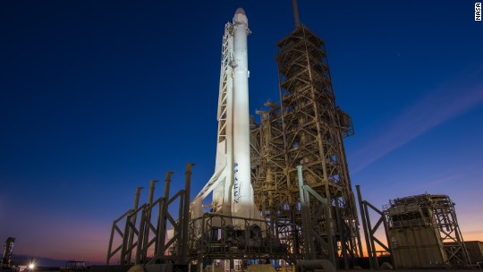 SpaceX aborts flight due to rocket issues
