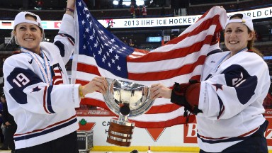 U.S. women's hockey team strike in pay protest