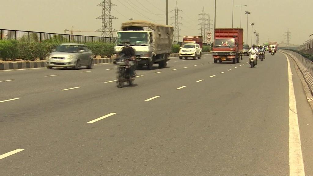 India bans liquor sales near highways