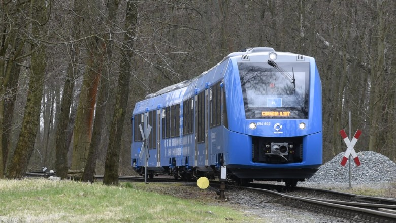 Αποτέλεσμα εικόνας για This hydrogen powered passenger train is being tested in Germany. It is nearly silent and emits nothing but water.