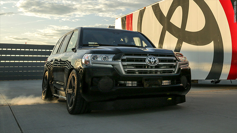 toyota claims 39 world 39 s fastest suv 39 title. Black Bedroom Furniture Sets. Home Design Ideas