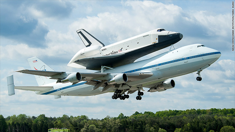 1983: 747 piggyback ride for space shuttle Enterprise ...