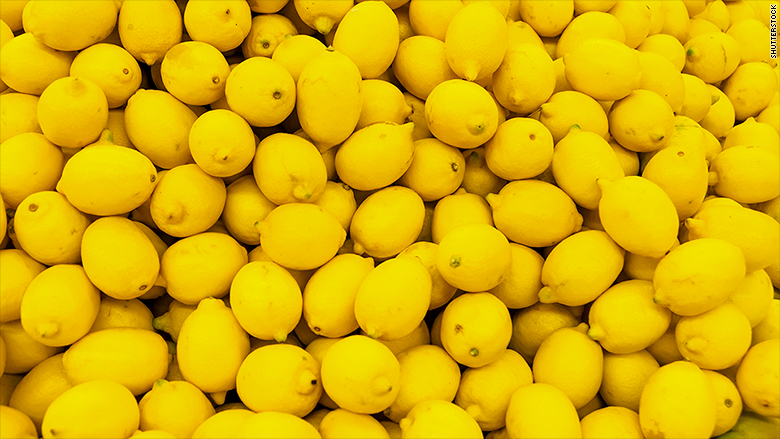 Trump angers US farmers by lifting ban on Argentine lemons