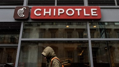 New Jersey woman sues Chipotle over pay