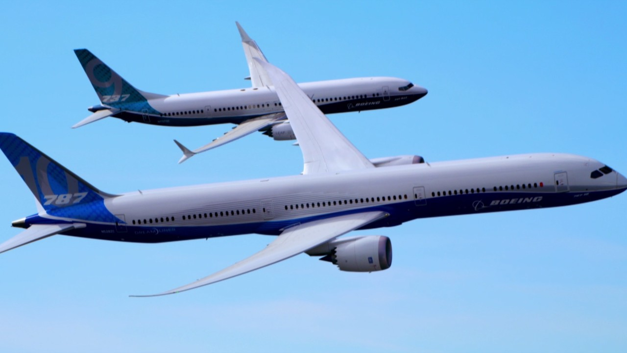 See boeing 39 s two new jets fly in unison video business for Airplane show