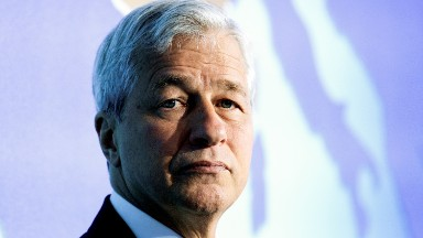 Jamie Dimon plans to lead JPMorgan until 2023