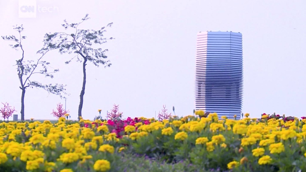 Smog-eating tower cleans Beijing's air