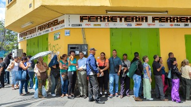 Venezuelans scramble for food, but it's often out of reach