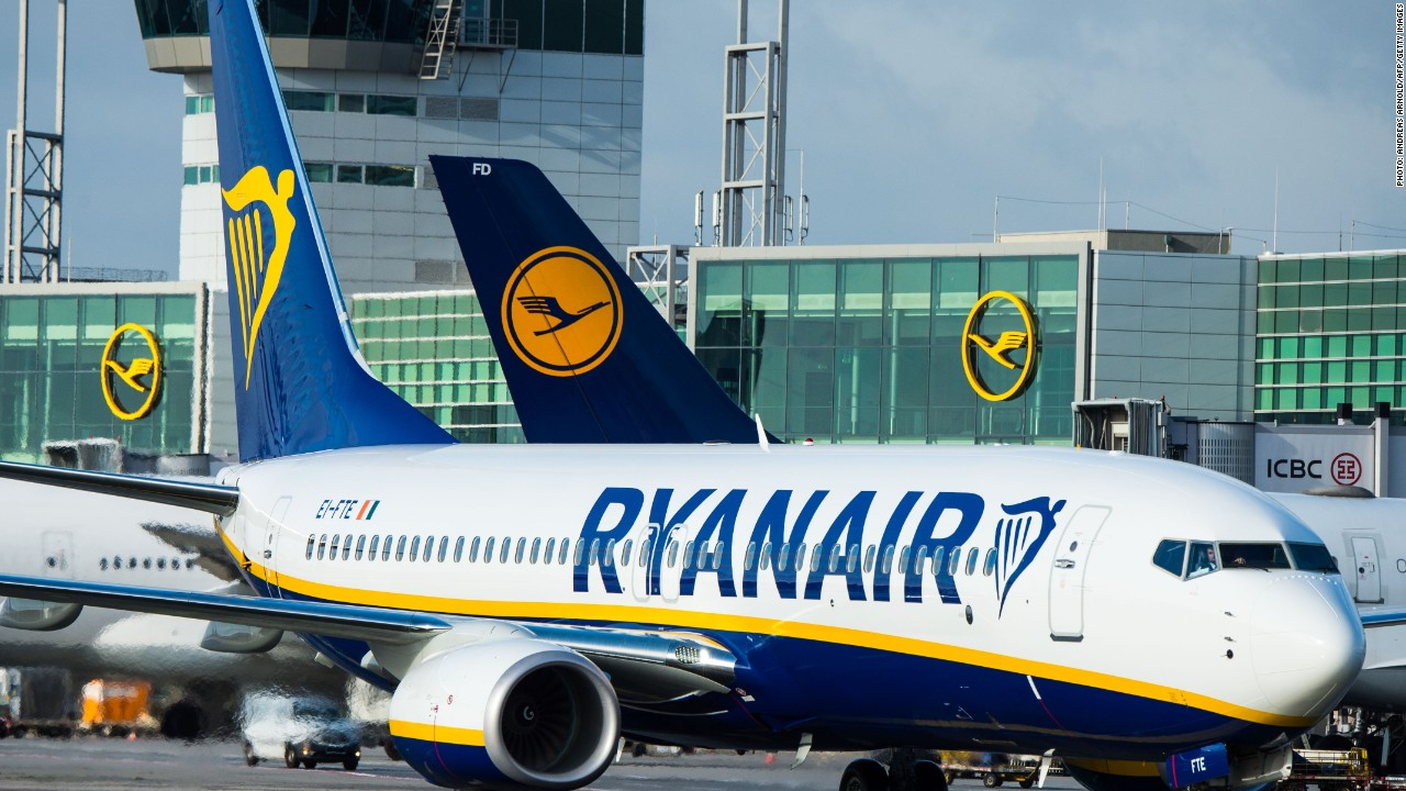 Ryanair brings labor unions on board to avoid holiday strike