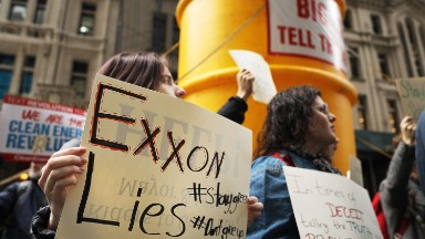 Exxon gives up major climate change fight