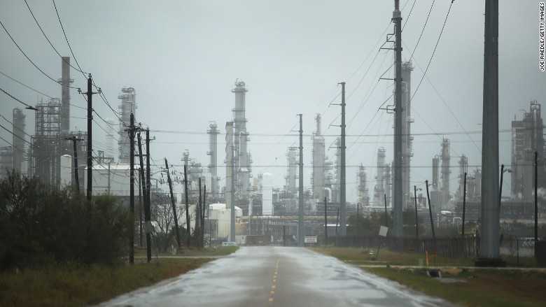 10 refineries close as Harvey drenches Texas energy hub